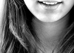 Double menton : 5 exercices simples pour réduire la flaccidité autour du cou